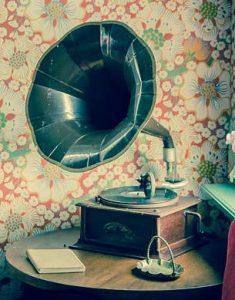 Gramophone sur une table (CC0).